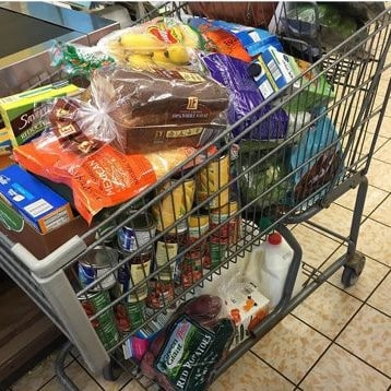Aldi is now my favorite grocery store. I went from thinking this store was gross to thinking it is THE BEST GROCERY STORE EVER. Here are 6 things I love about Aldi.