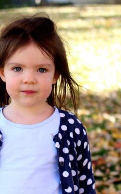 fall leaf fun & how to get a blurry background in pictures