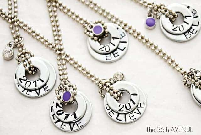17 DIY handmade Gifts You'd actually want: stamped washer necklaces