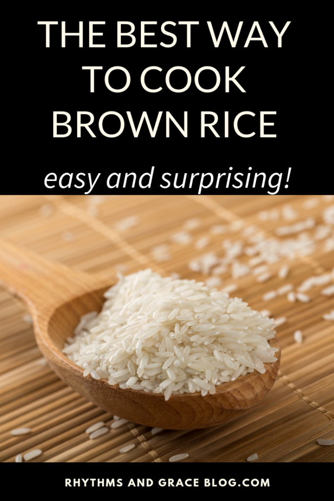 Wondering how to cook brown rice? This simple, easy method will blow your mind! I never knew you could cook brown rice like pasta and it totally makes for the best brown rice ever. #cookingtips #weeknightdinners #dinnerprep #sidedish