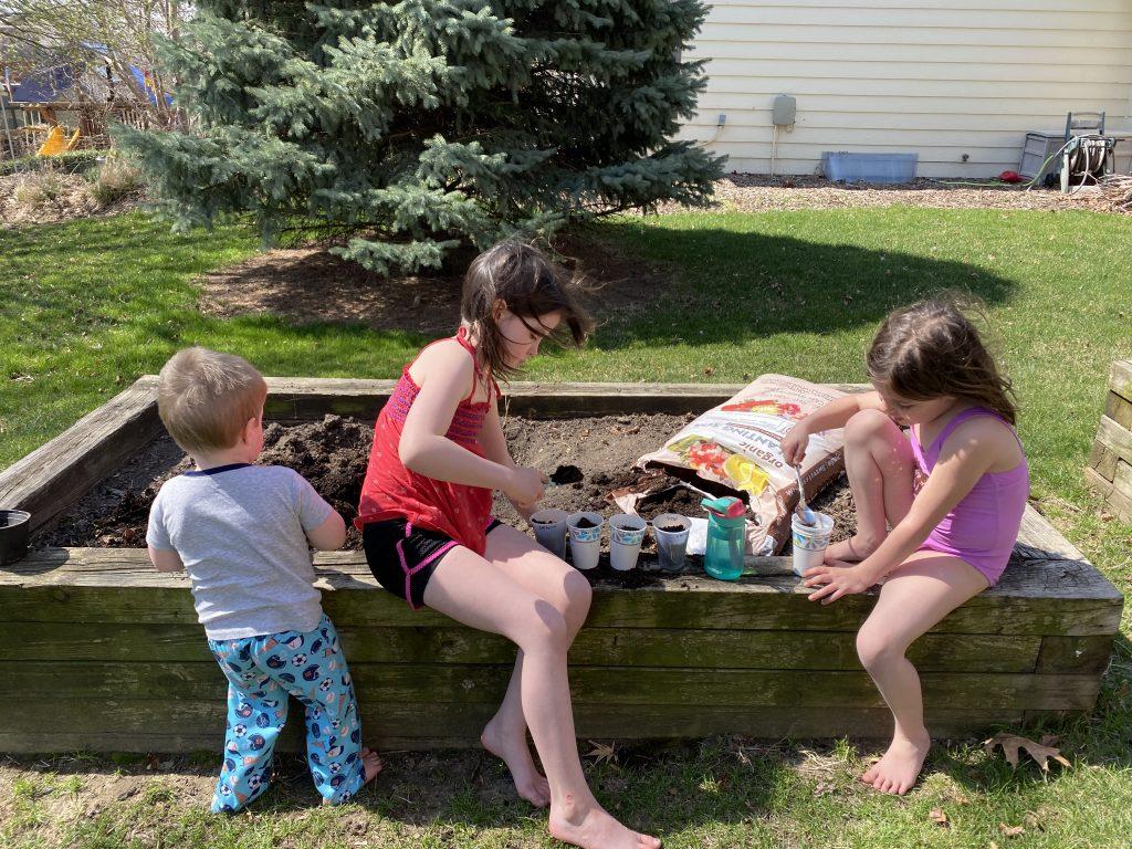 gardening together kids eat more vegetables
